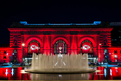 The entire metro turns on the RED for Chiefs Red Fridays!