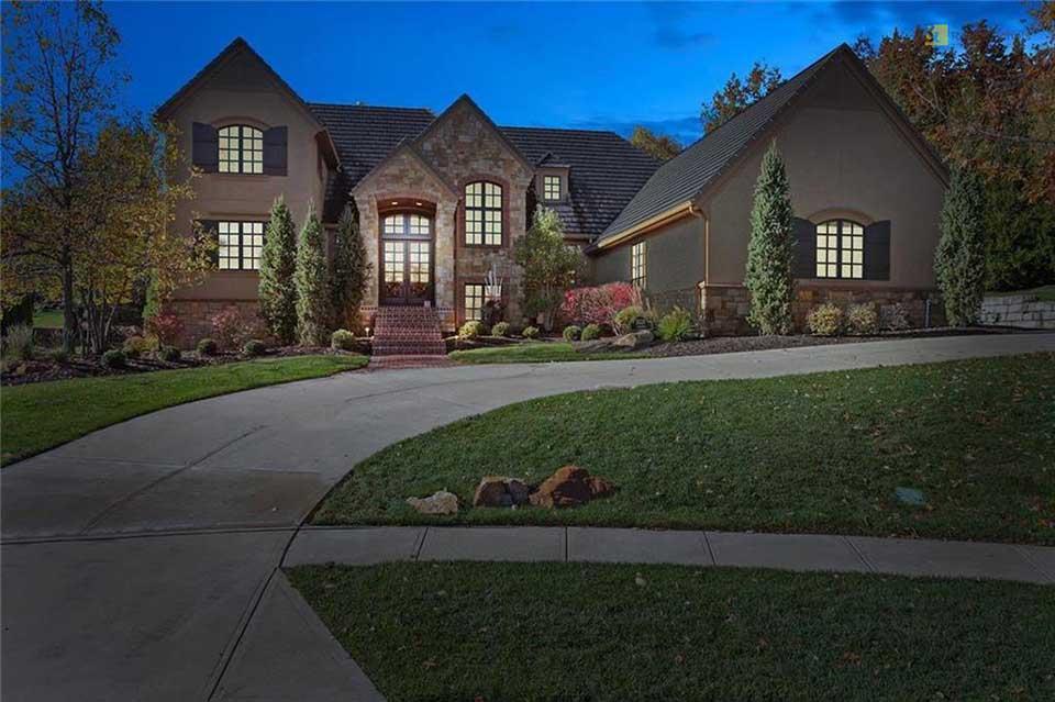 11118 Alhambra Street Leawood, KS 66211